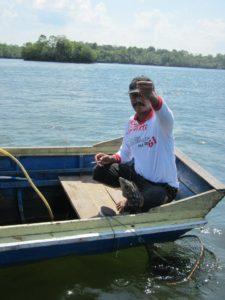 Darman - je mimo jiné mluvčím místní rybářské komunity